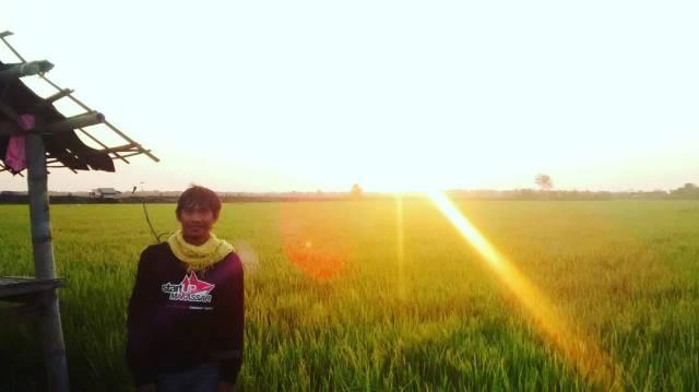 Digowa menikmati alam ditengah sawah. #senja